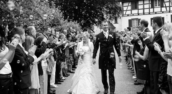 Spalier stehen Hochzeit Seifenblasen
